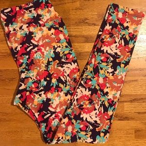 OS LuLaRoe Leggings (fits size 2-10)